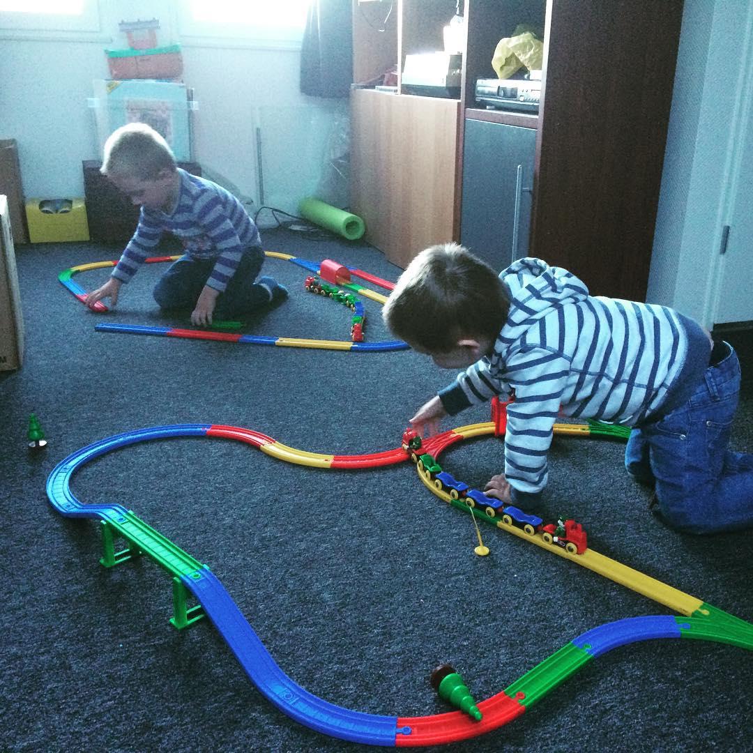 #tms #speeldate met Pelle #treinen #spelenopzolder