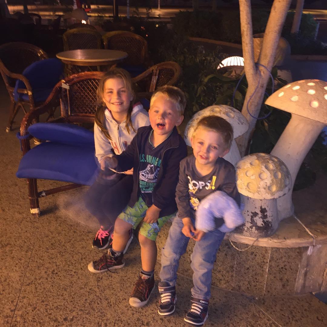 #tms Spaghetti !!! Tim op speeldate met Quinten in Hurghada, was erg gezellig met de familie