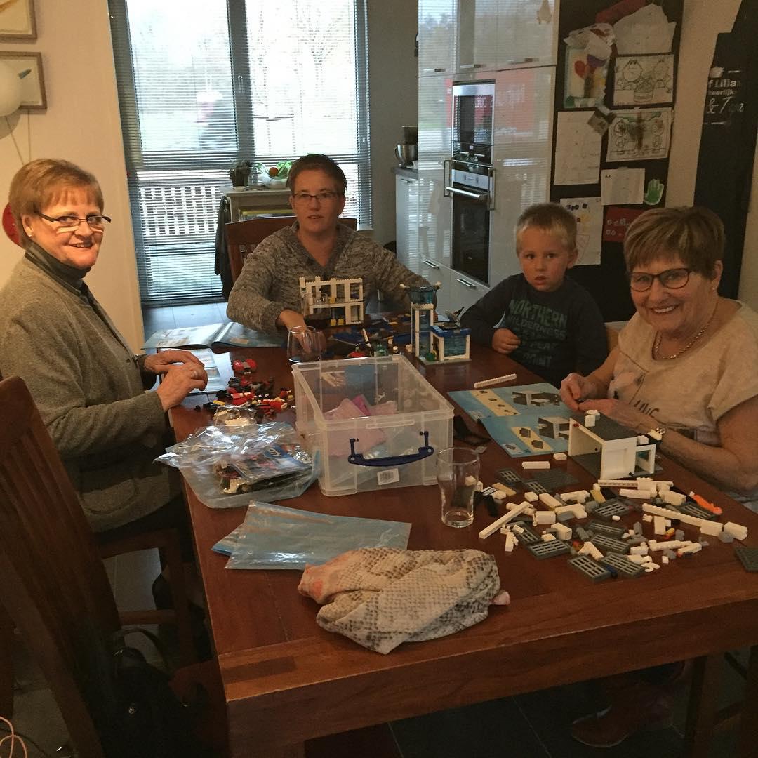 #goedemorgen365 Sint en Piet zijn langs geweest, lego bouwen