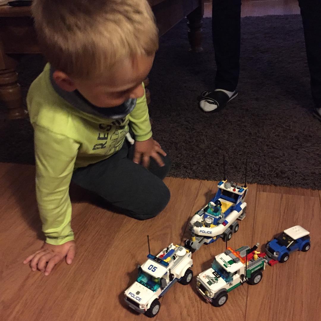 #goedemorgen365 met de lego van sint spelen bij oma