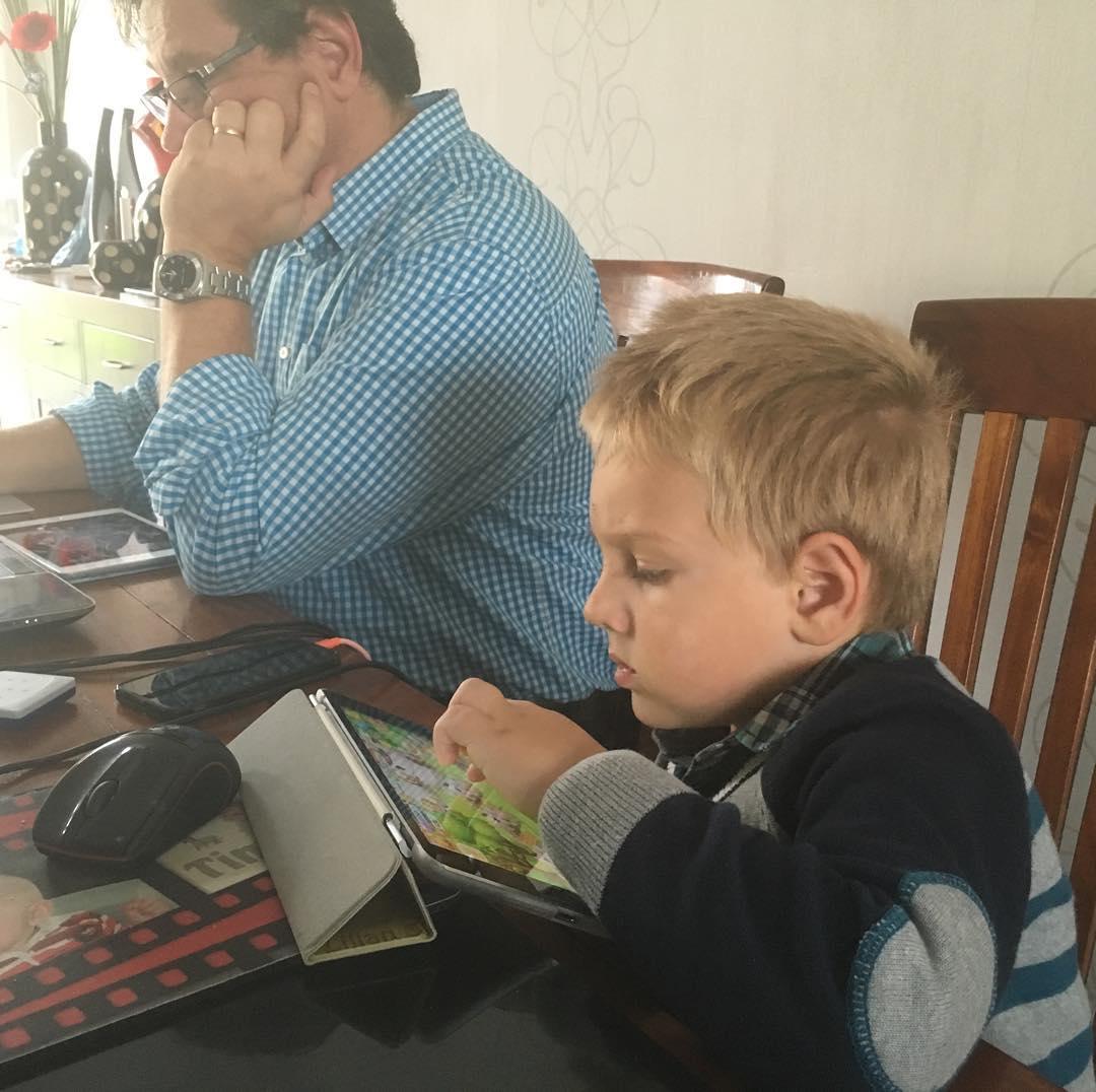#goedemorgen365 spelen met mama's #iPad #landlevenaanzee