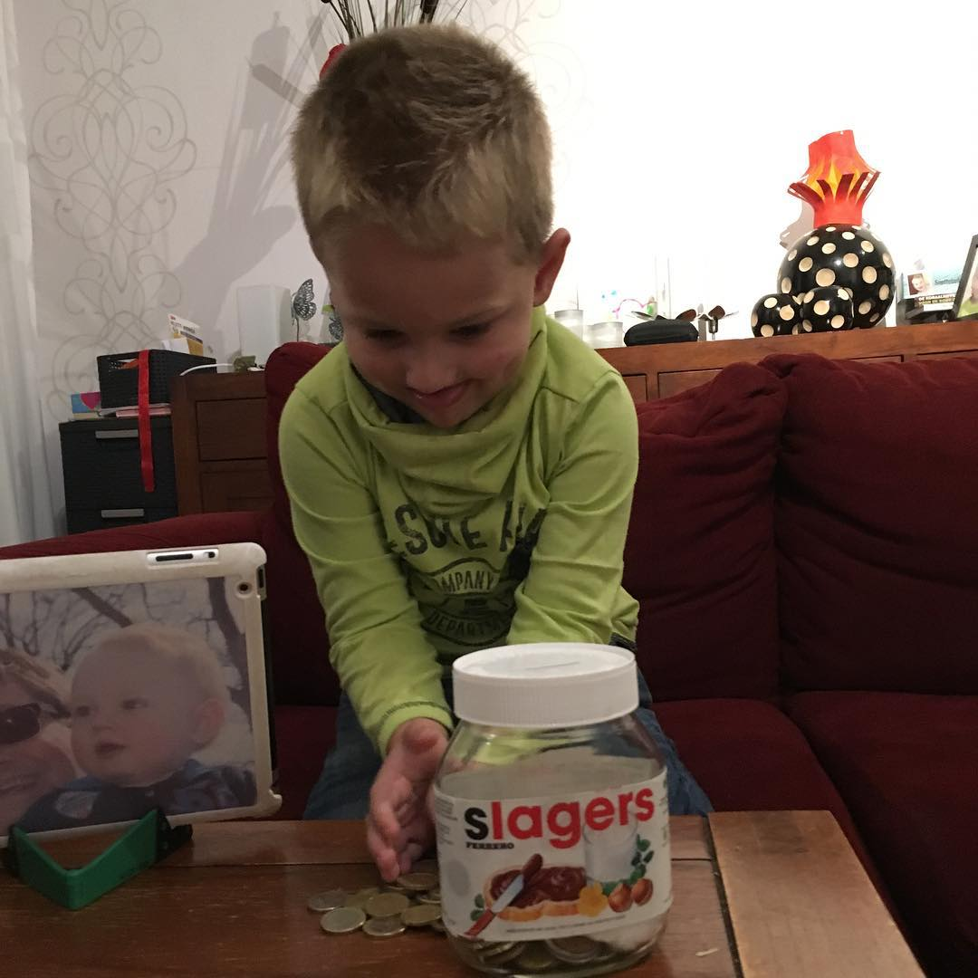 Mama heeft #nougat verkocht en Tim mag de #winst in zijn #spaarpot doen #tms