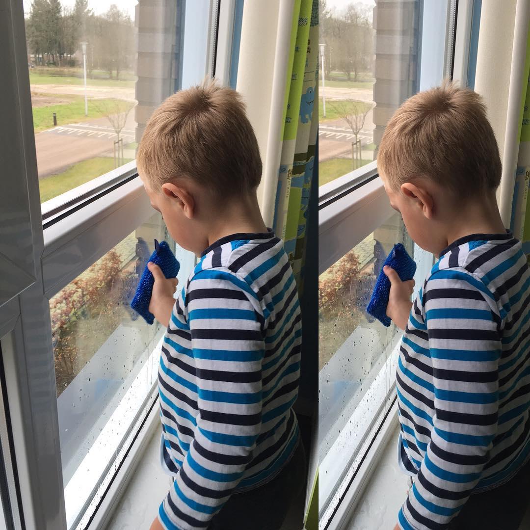 #goedemorgen365 de #glazenwassers doen de ramen buiten en Tim in een #goedehulp binnen #ramenweerschoon
