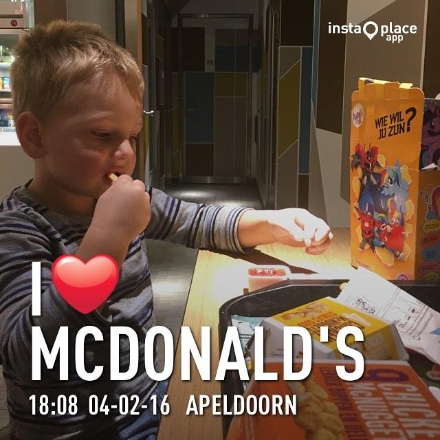 Papa moet vanavond werken dus wij gaan samen naar de #McDonalds #tms