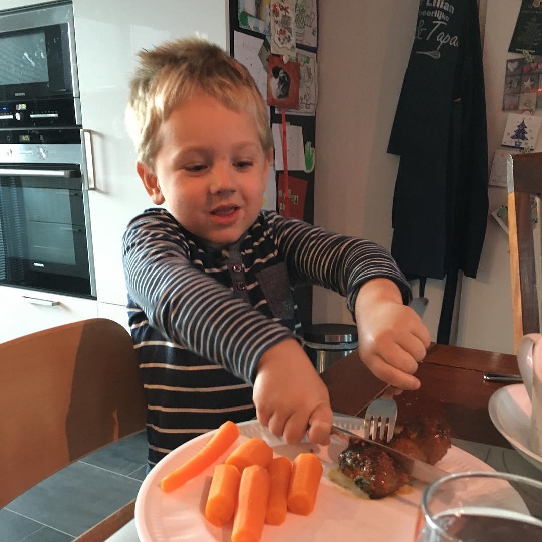 #goedemorgen365 zelf vlees snijden #metmesenvork