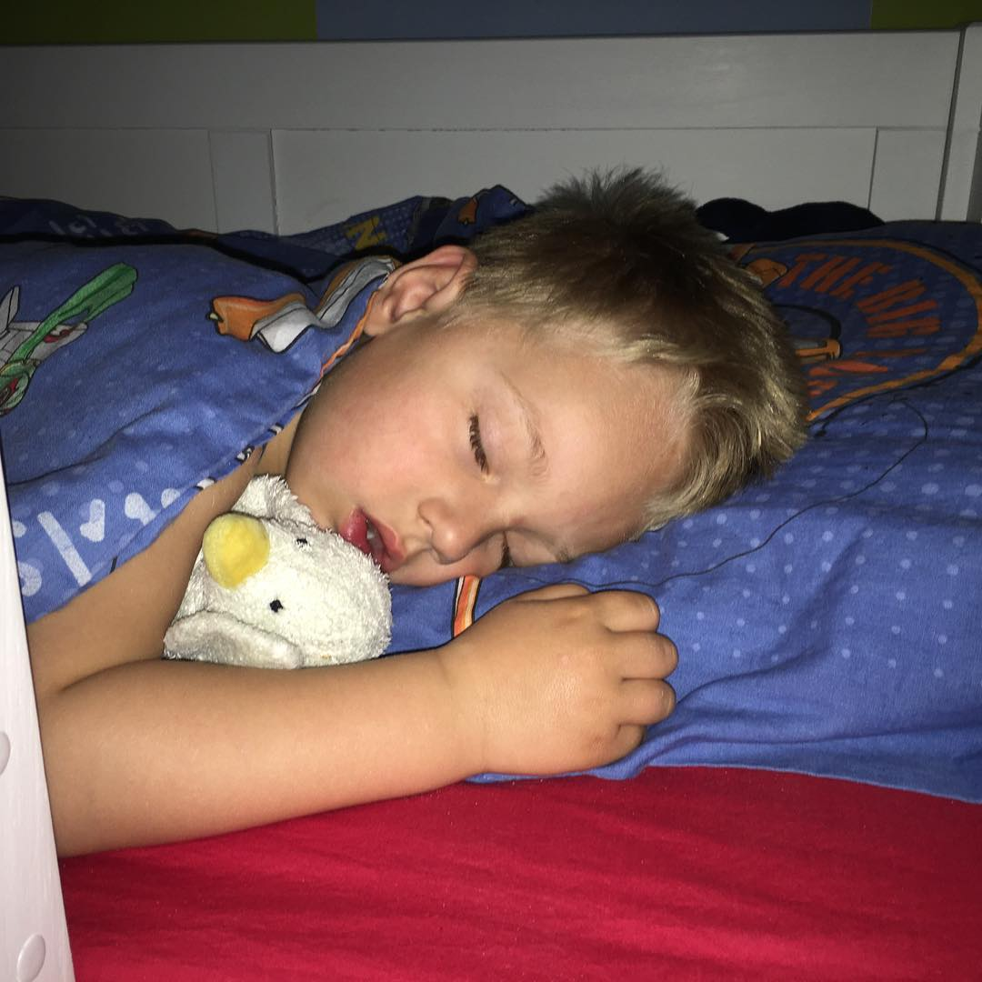 #welterusten #lekkerslapen samen met #knuffel #eend #tms