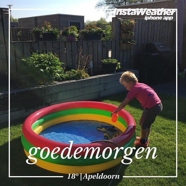 #goedemorgen365 tijd om het #zwembad weer in de #tuin te zetten #zomersweertje