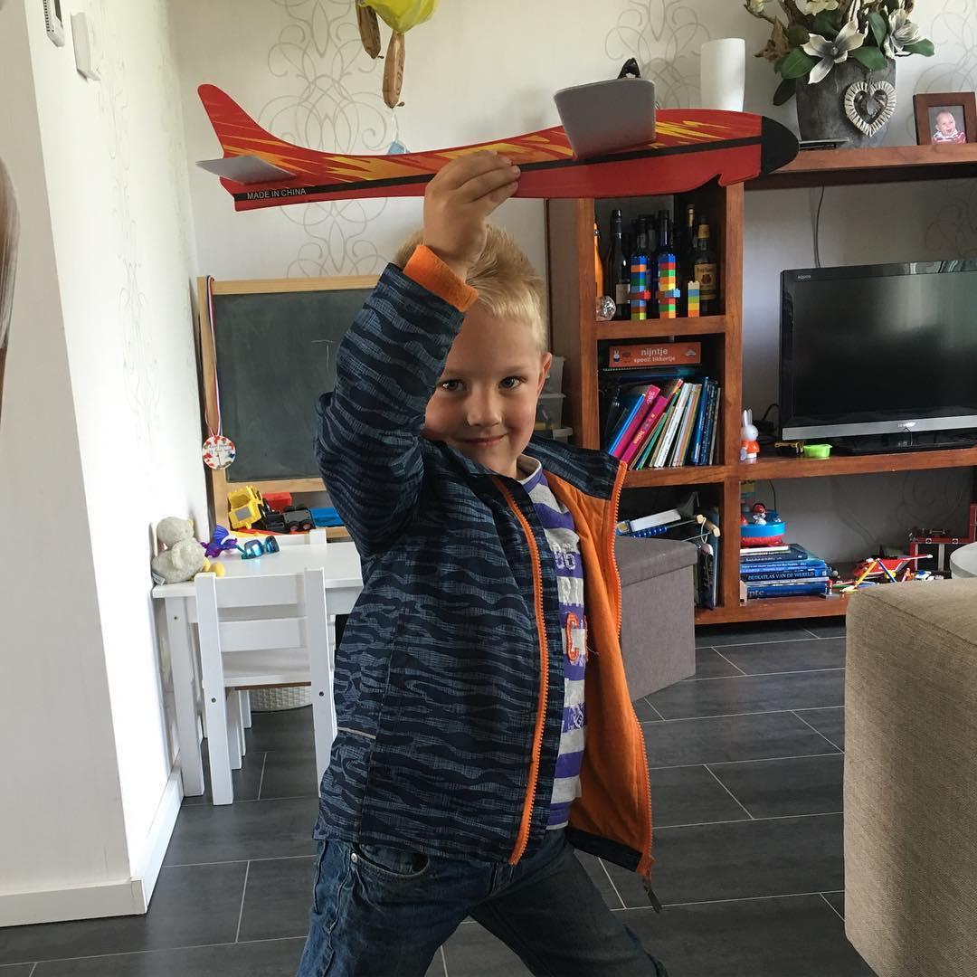 #goedemorgen365 kijk eens, ik heb een #zweefvliegtuig gekregen bij de #wasstraat #carwashkleiboer