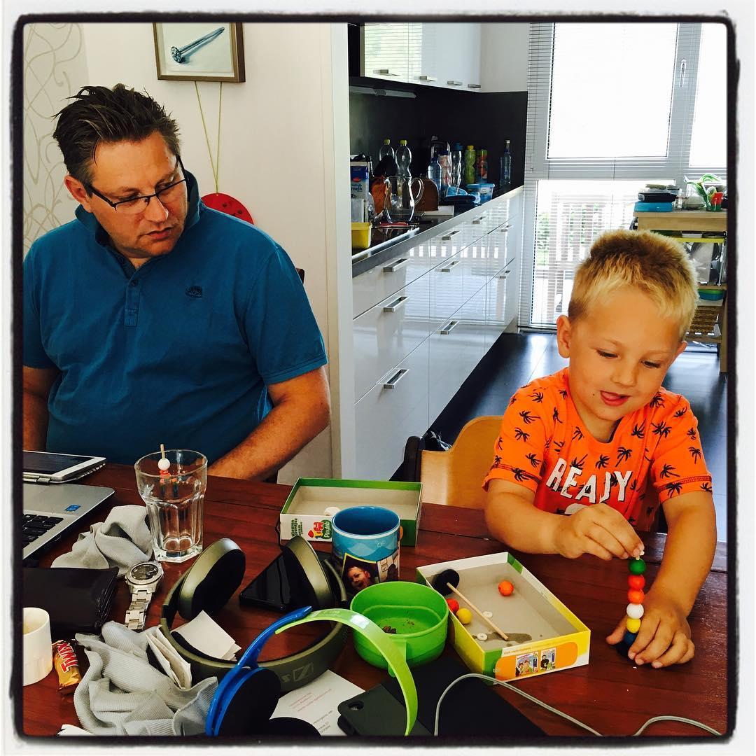 #goedemorgen365 #spelletje doen met papa