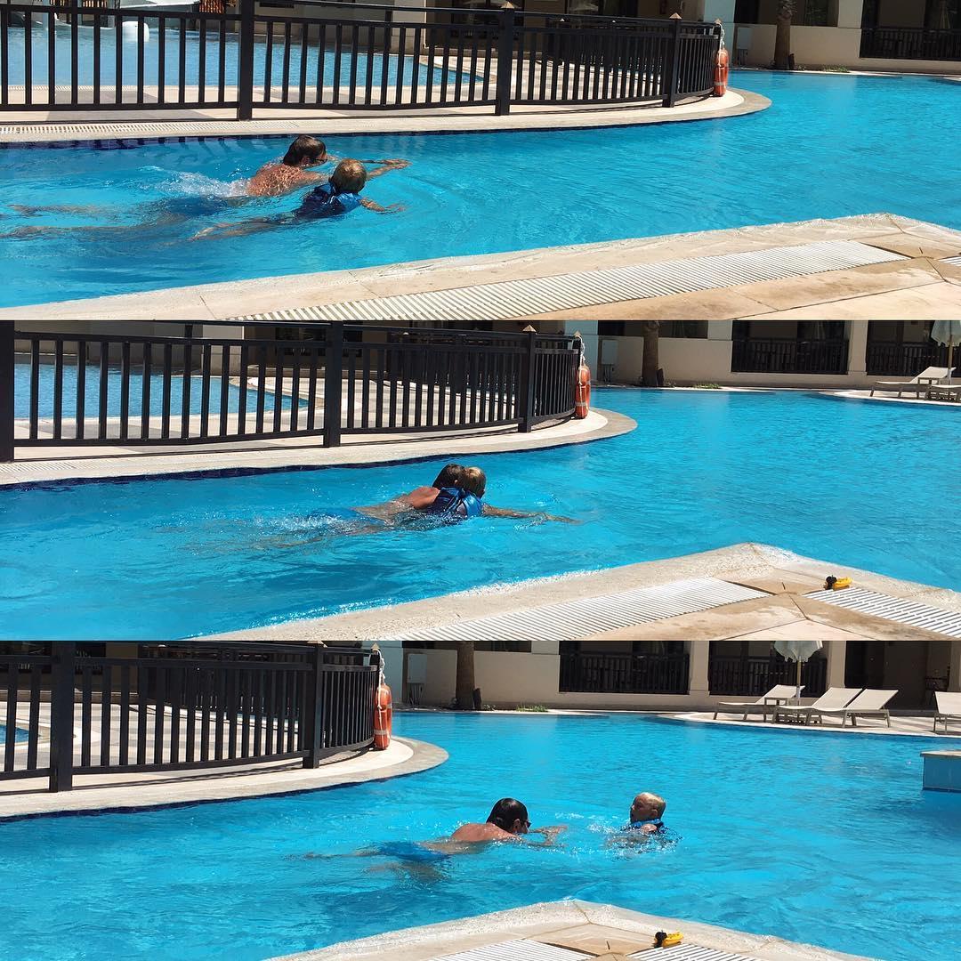 De heren doen een #zwemwedstrijd #vakantie2016 #tms