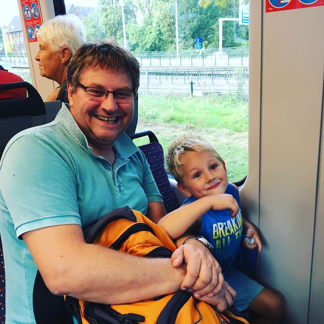 En met de #bus #tram en #trein weer terug naar #vandervalkhotel #openbaarvervoer #tms