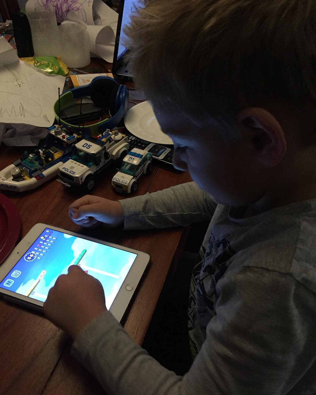 #goedemorgen365 Tim speelt Mario op de iPad #nintendo #jeugdsentiment