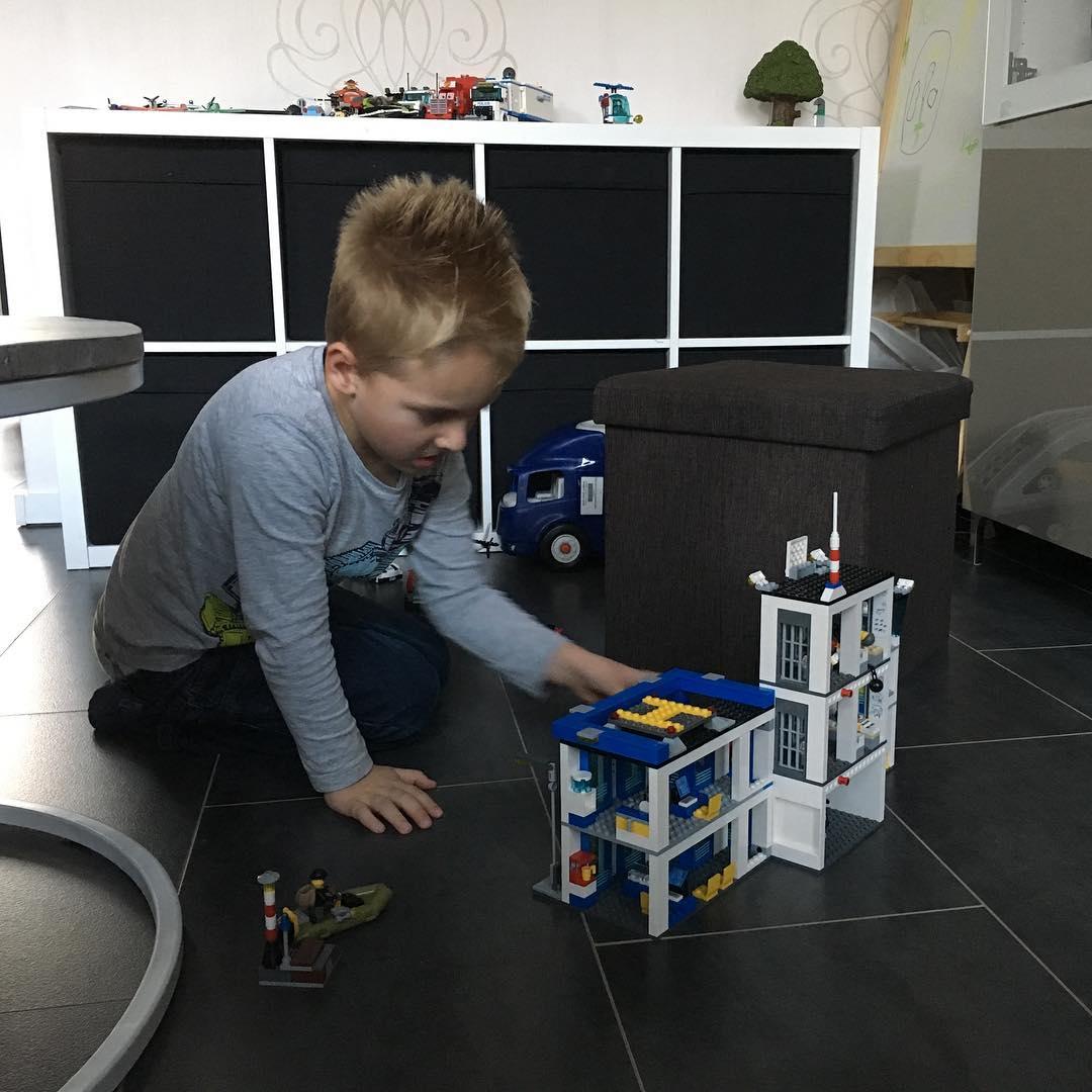 #goedemorgen365 lekker #spelen met het #lego #politiebureau