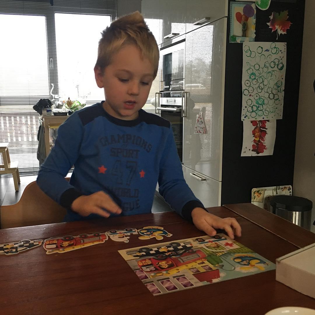 #goedemorgen365 puzzelen aan de ontbijttafel #uitgeslapen #kerstvakantie